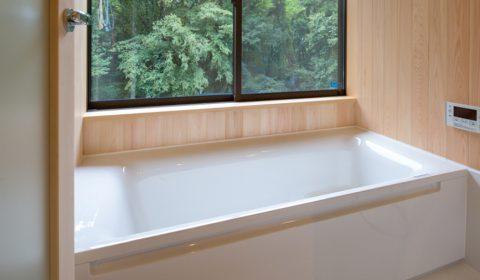 ヒノキ香る浴室 ―ハーフユニットバス―