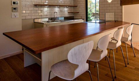 ジャイアントテーブル ―大きくても省スペース―